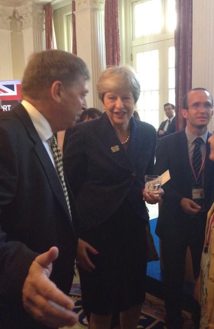 メイ首相とマデン大使